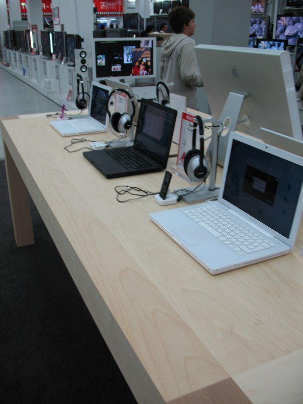 apple shop im media markt in k ln news. Black Bedroom Furniture Sets. Home Design Ideas
