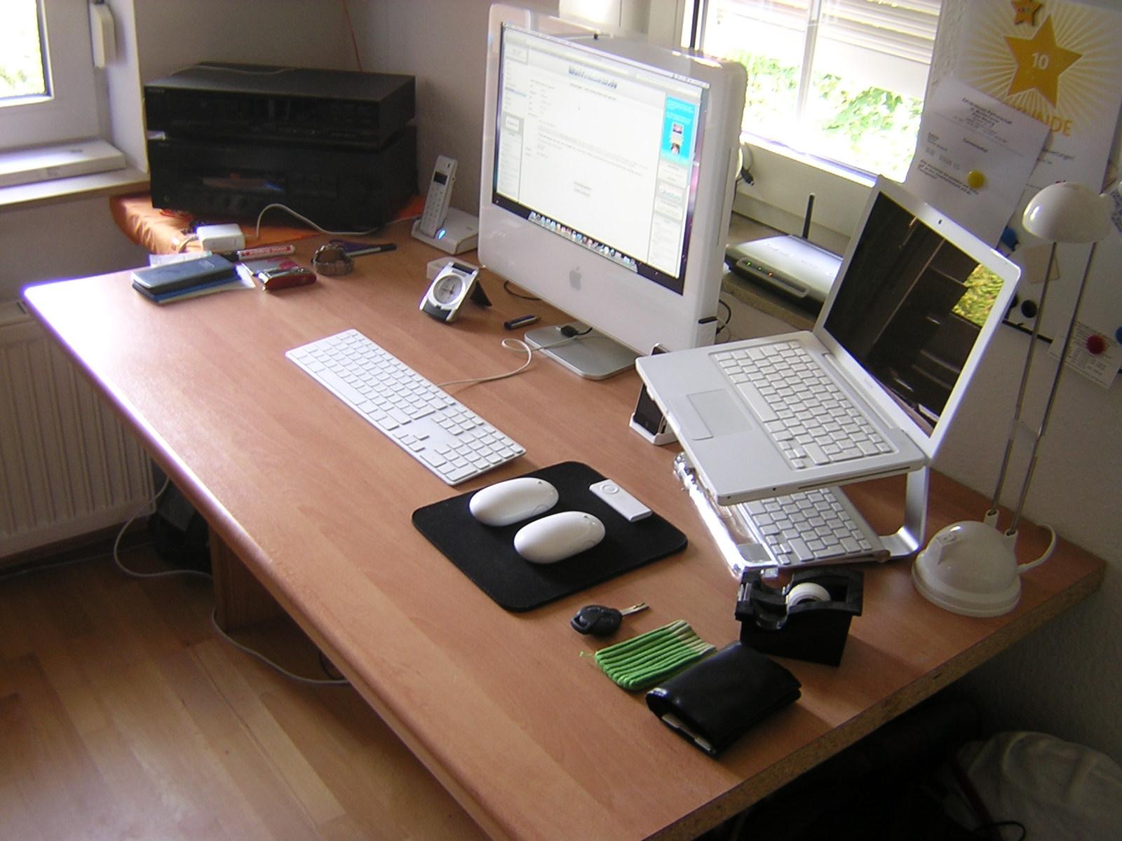 Mein neuer schreibtisch hardware galerie for Schreibtisch 3d modell