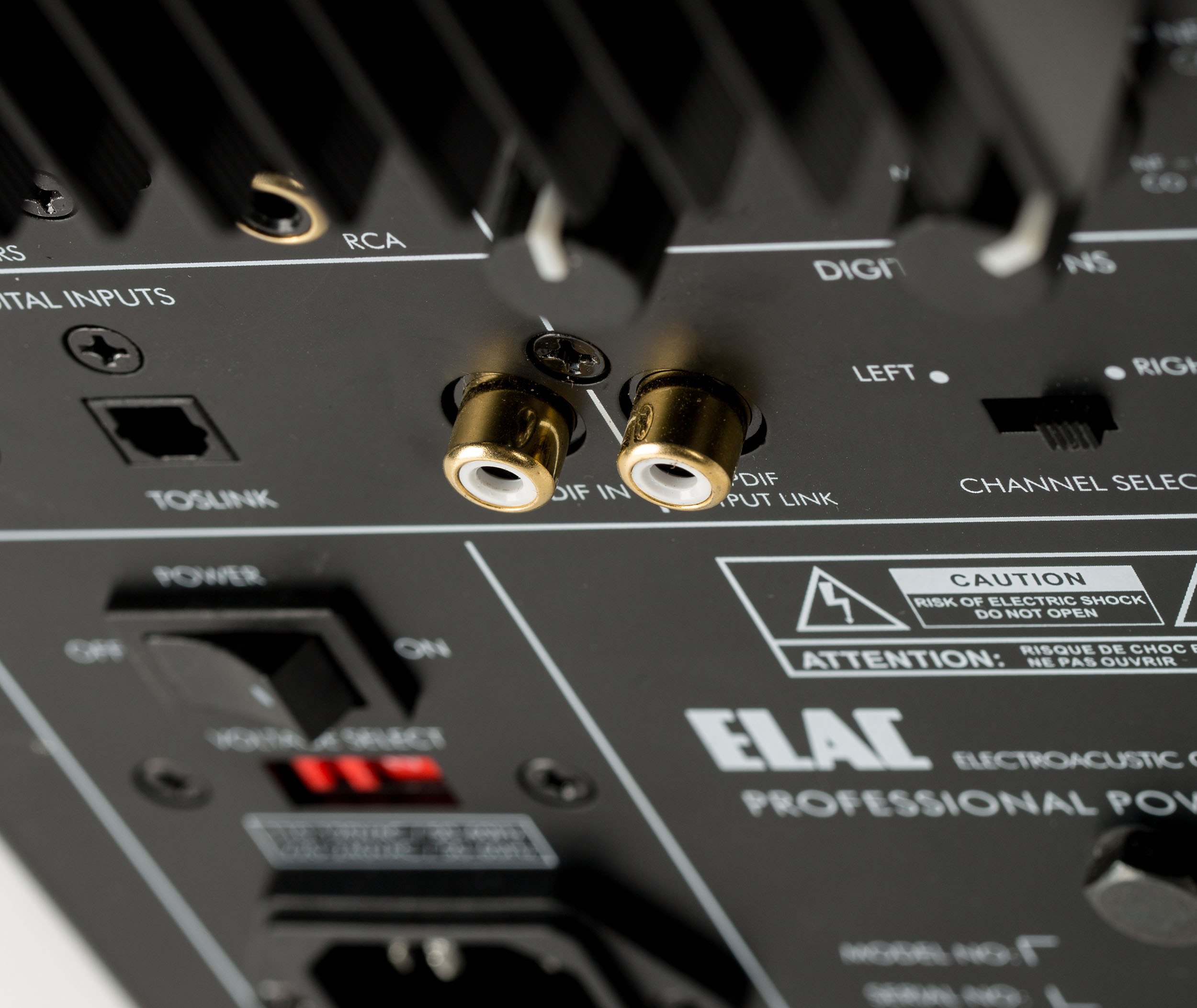 Test: ELAC AM 200 Aktivlautsprecher – Die Klaren aus dem hohen ...