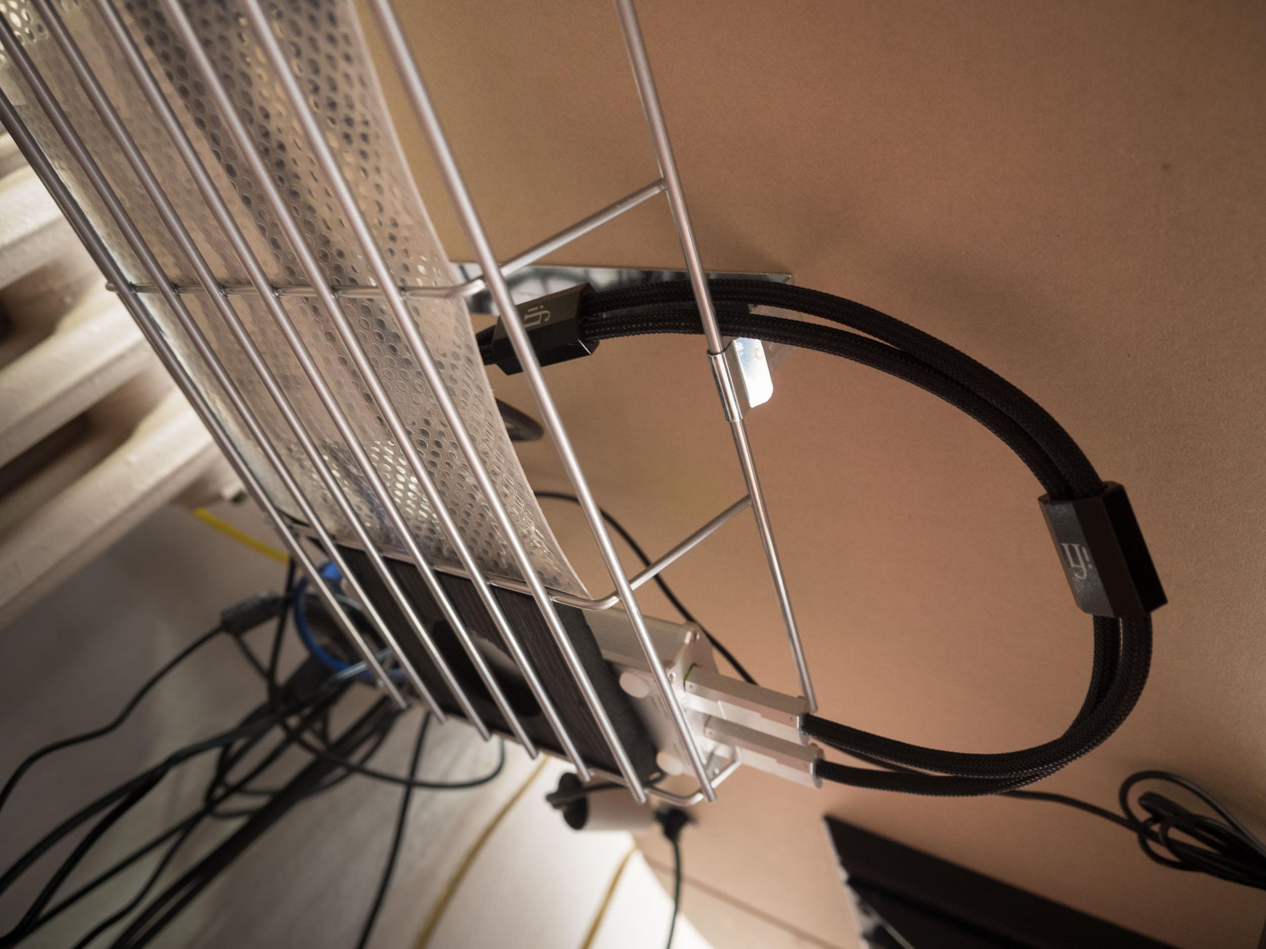 Organisationstipp: Festplatten, Kabel, Adapter und mehr unter der ...