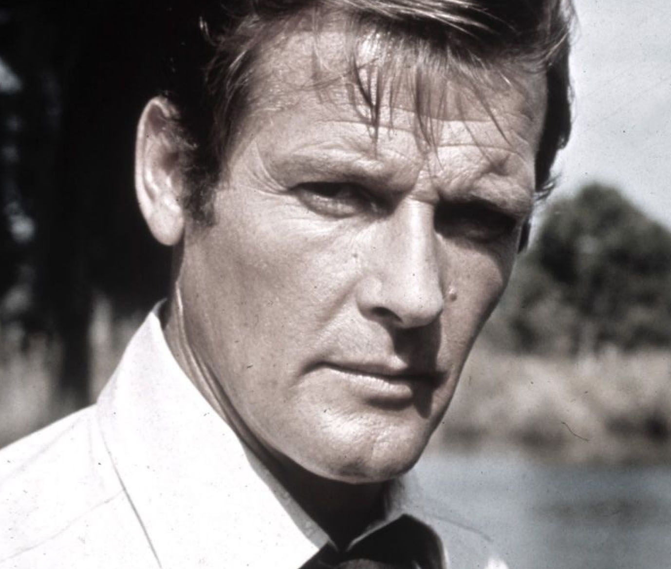 James Bond trauert um Roger Moore