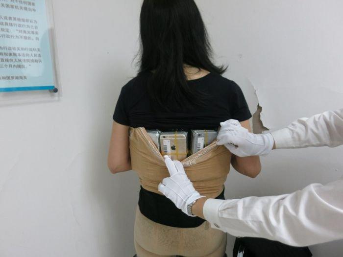 Frau schmuggelt über 100 iPhones über die Grenze