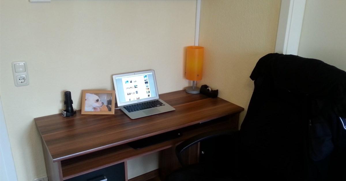 schreibtisch raspberry pi und kabelsalat hardware galerie. Black Bedroom Furniture Sets. Home Design Ideas